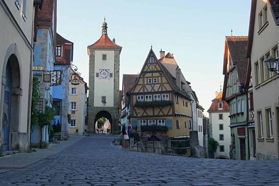 Das Ploenlein ist das beliebteste Fotomotiv und die bekannteste Sehenswuerdigkeit in Rothenburg