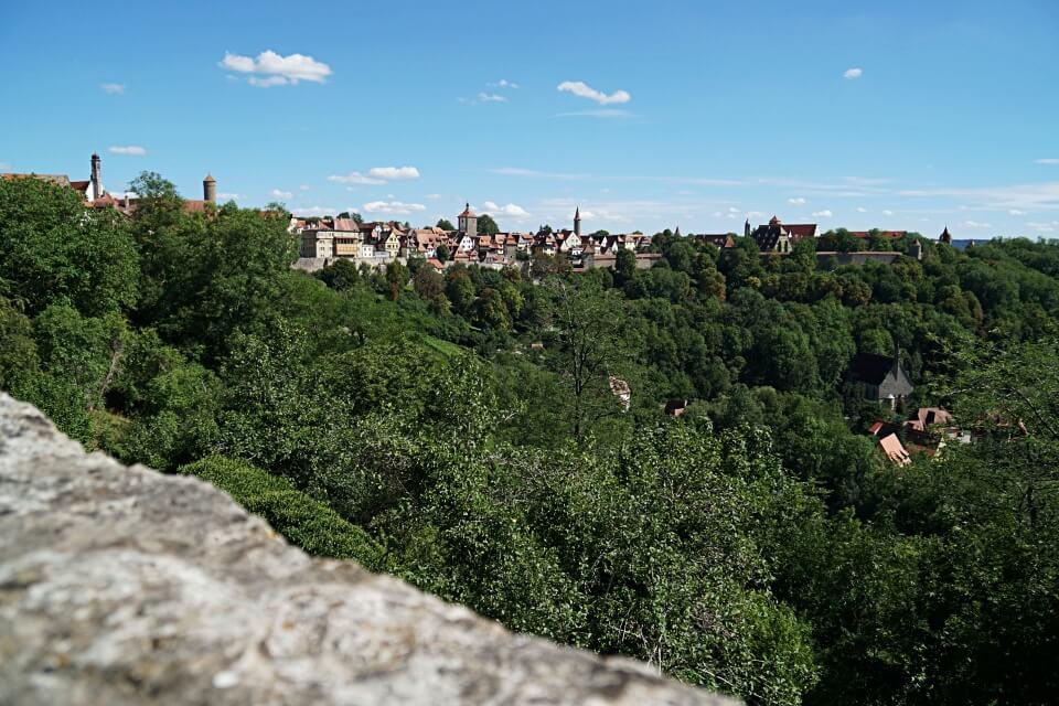 Ausblick vom Burggarten auf die Altstadt von Rothenburg ob der Tauber