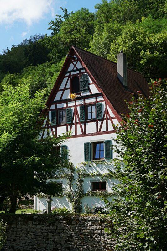Fachwerkhaus beim Wandern im Taubertal