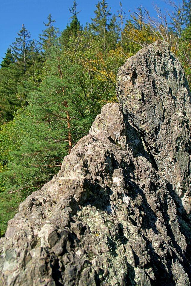Die Felskanzel Herrenschrofen auf dem Premiumwanderweg Karlsruher Grat im Schwarzwald