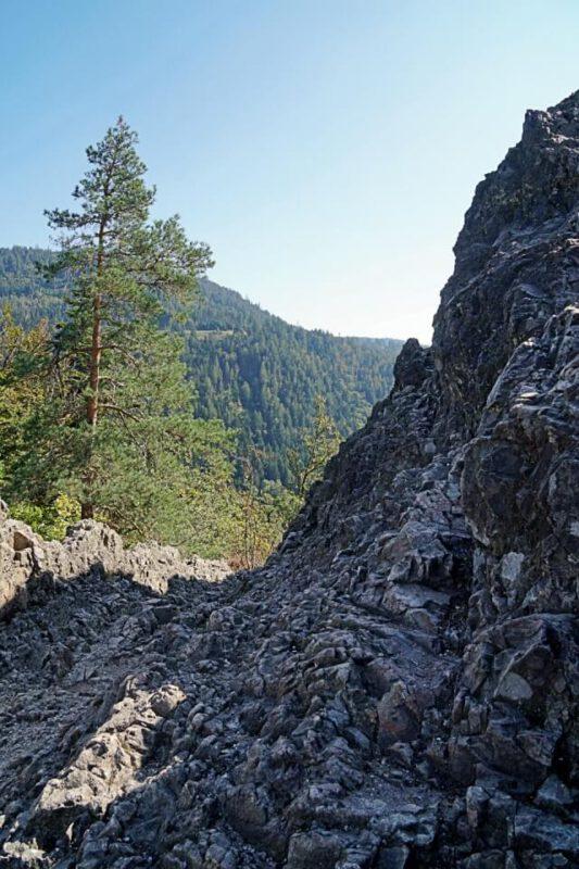Wandern auf dem Klettersteig Karlsruher Grat in Ottenhoefen im Schwarzwald