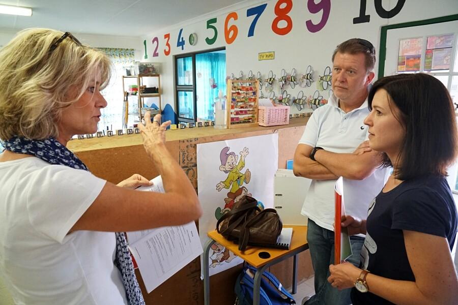 Lisa mit Steffi und Thomas Curry im Kindergarten Kylemore