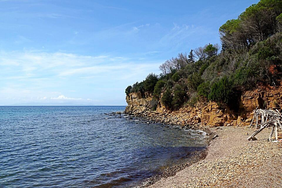 Die Bucht Cala Martina an der Kueste der Maremma