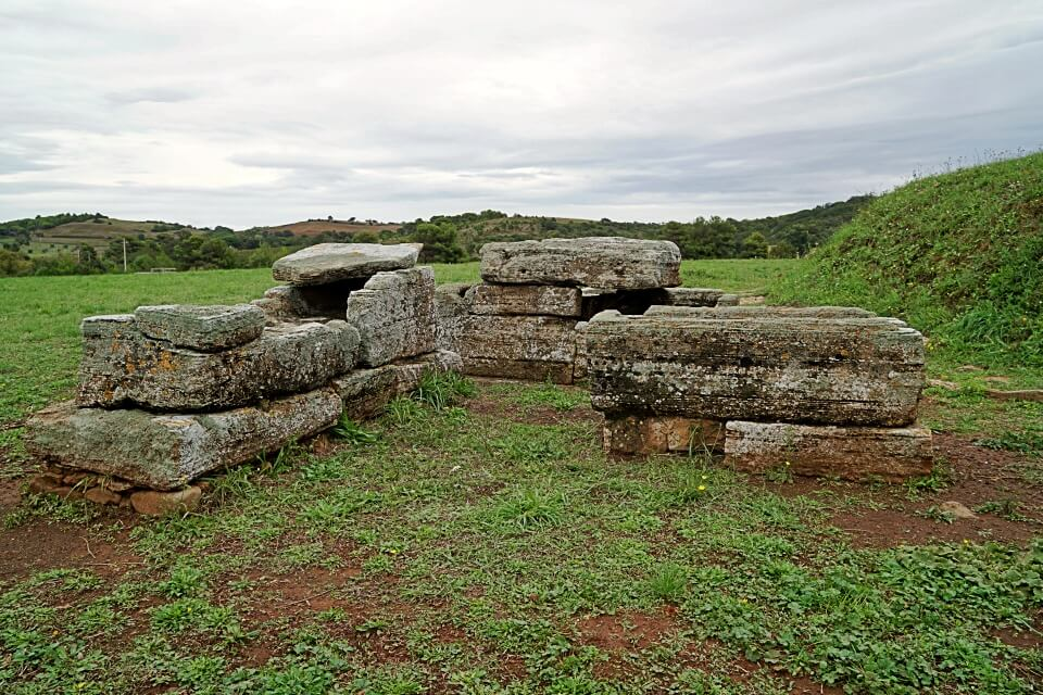 Etruskische Graeber in Populonia