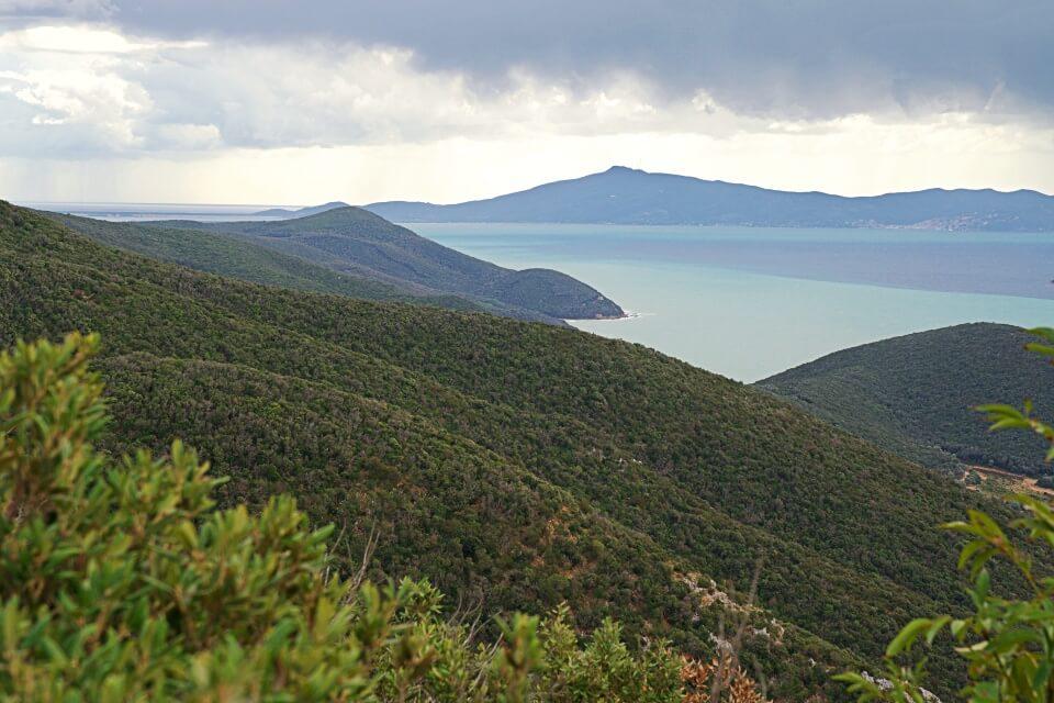 Tolle Aussicht auf die Kueste im Naturpark Maremma