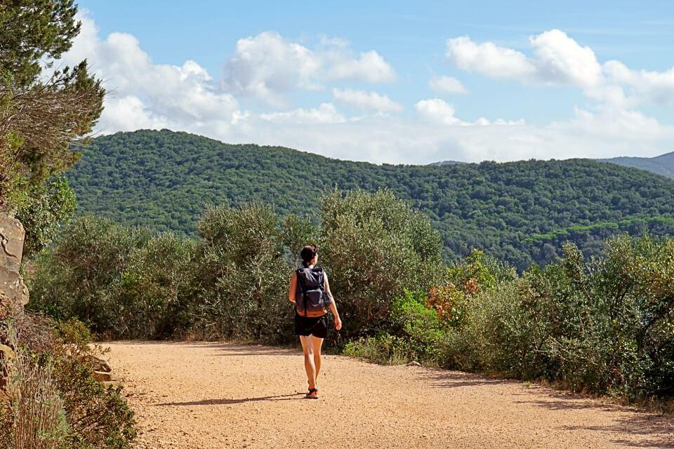 Der Wanderweg zu Cala Violina oder Geigenbucht in der Toskana