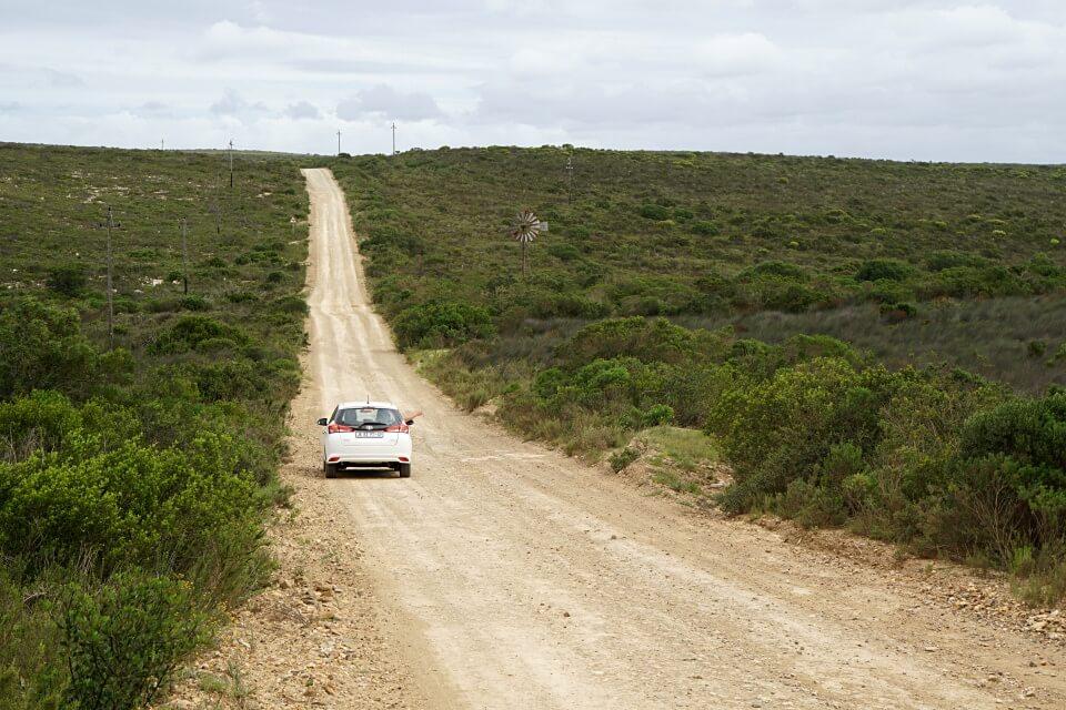 Anfahrt auf Schotterpiste ins De Hoop Nature Reserve