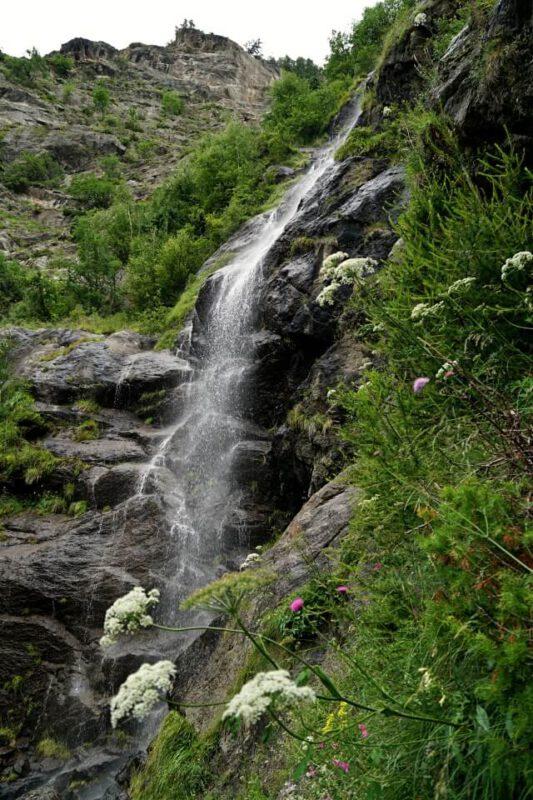 Wasserfall auf der 1000 Stufen Schlucht Wanderung am Meraner Hoehenweg